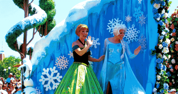 Anna & Elsa in the parade