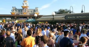 Crowd Entrance Magic Kingdom _ busiest days