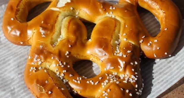 Mickey pretzel _ disney dining plan _ snack credit