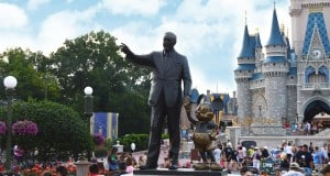 Disney Castle Walt Disney Statue