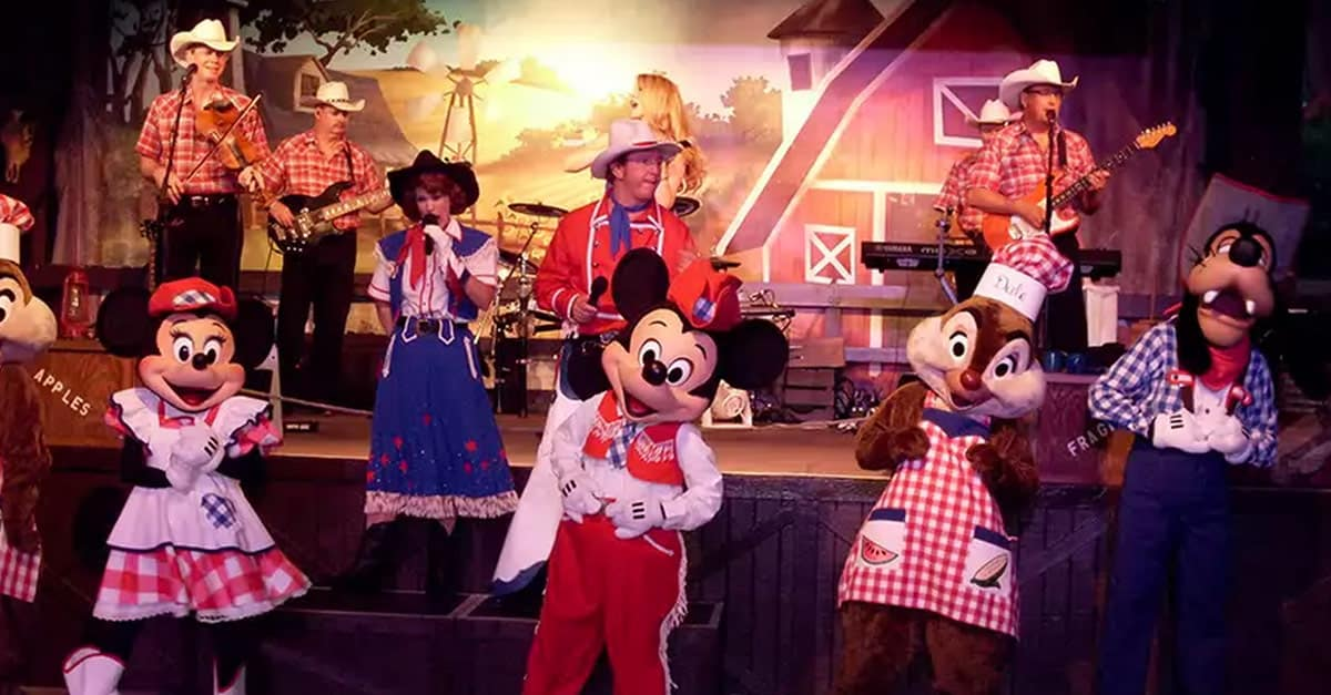 Mickey Backyard Bbq disney character dining 101—where to find your favorite disney pals