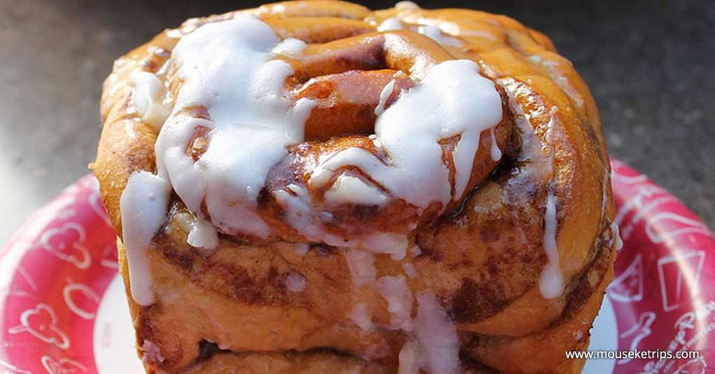 Cinnamon Bun _ disney world desserts _ disney fanatic