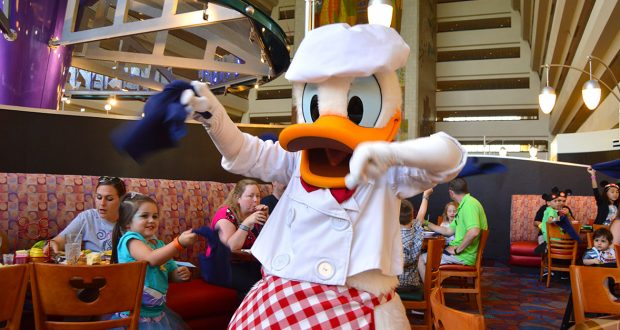 Peachy 5 Best Character Dining Experiences In Walt Disney World Home Interior And Landscaping Synyenasavecom