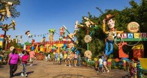 Toy Story Land _ Entrance